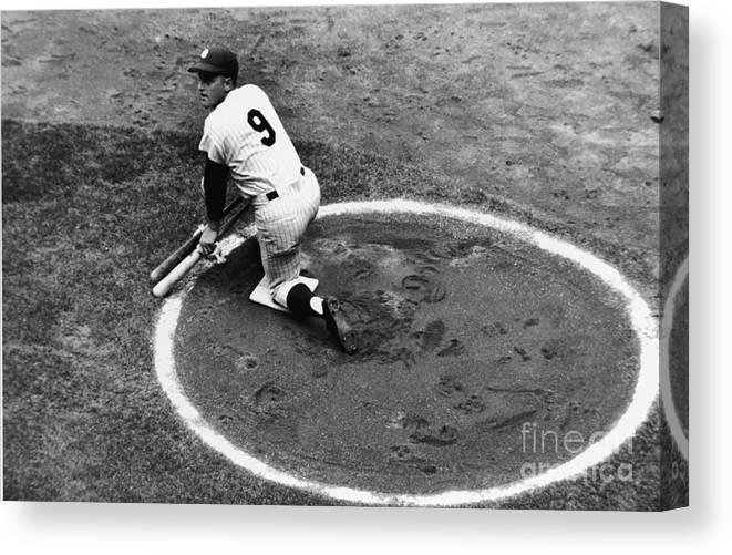 On-deck Circle Canvas Print featuring the photograph Roger Maris On Deck by Robert Riger