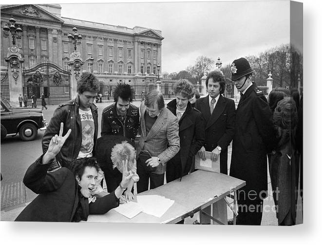 Singer Canvas Print featuring the photograph Sex Pistols Outside Buckingham Palace by Bettmann