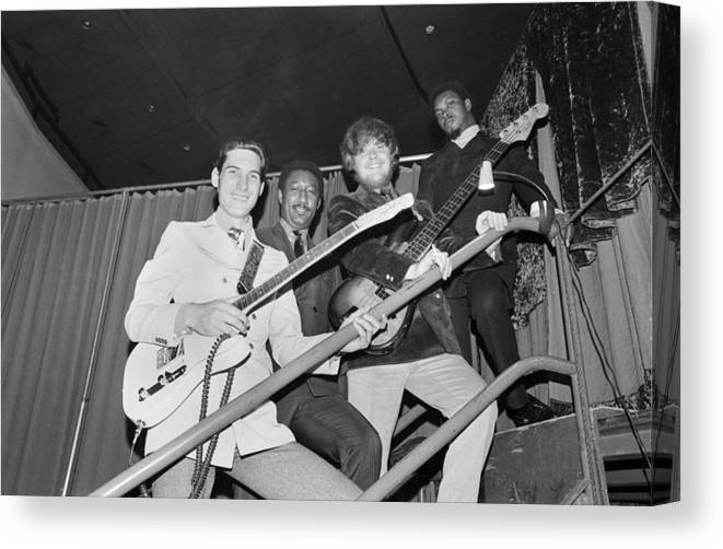 Steve Cropper Canvas Print featuring the photograph Stax Records Christmas Concert by Michael Ochs Archives