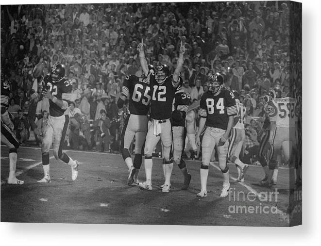 1980-1989 Canvas Print featuring the photograph Super Bowl Xiv by Bettmann