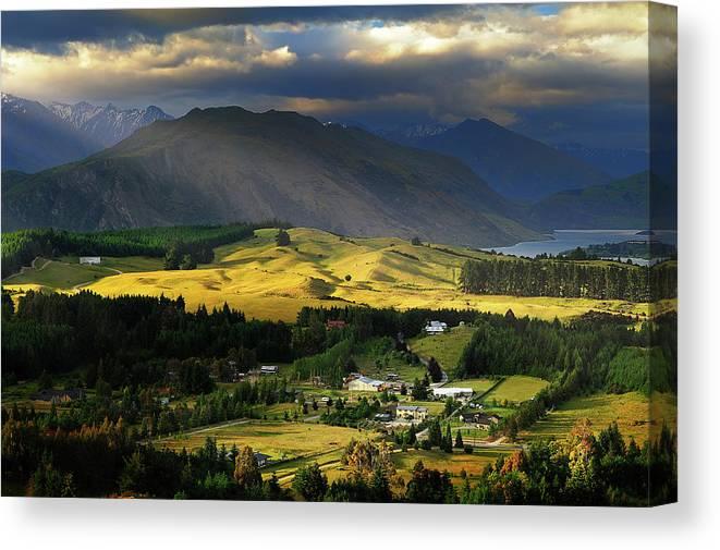Scenics Canvas Print featuring the photograph Wanaka, New Zealand by Atomiczen
