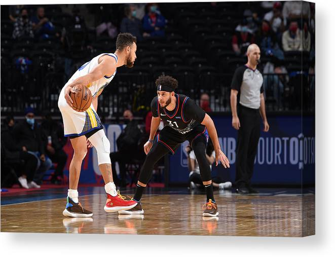 Nba Pro Basketball Canvas Print featuring the photograph Stephen Curry and Seth Curry by David Dow