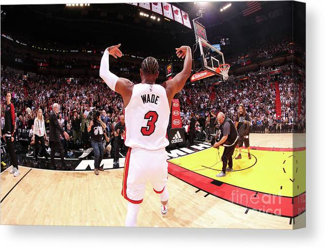 Crowd Canvas Print featuring the photograph Dwyane Wade by Issac Baldizon