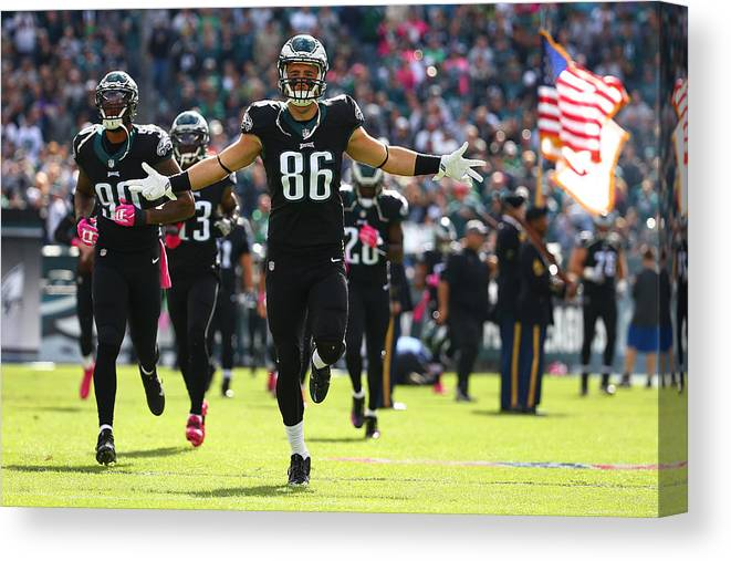 People Canvas Print featuring the photograph Minnesota Vikings v Philadelphia Eagles by Mitchell Leff