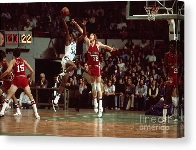 Nba Pro Basketball Canvas Print featuring the photograph Bill Walton by Dick Raphael