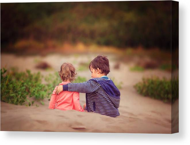 Child Canvas Print featuring the photograph Beach hugs by Sarahwolfephotography