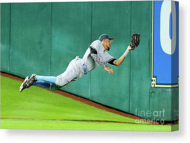 People Canvas Print featuring the photograph Billy Hamilton by Bob Levey