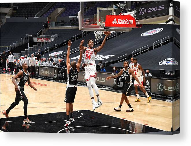 Nba Pro Basketball Canvas Print featuring the photograph Chicago Bulls v LA Clippers by Adam Pantozzi