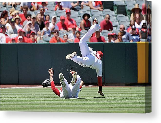 People Canvas Print featuring the photograph Erick Aybar by Jonathan Moore