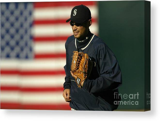 People Canvas Print featuring the photograph Ichiro Suzuki by Stephen Dunn