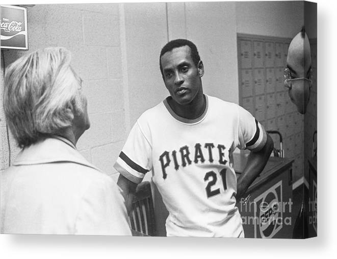 People Canvas Print featuring the photograph Roberto Clemente by Morris Berman