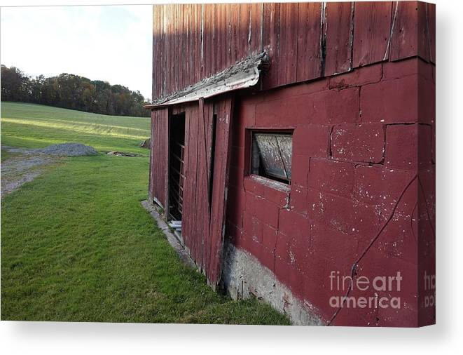 Old Red Barn Canvas Print featuring the photograph Tattiebogle West by Chris Naggy