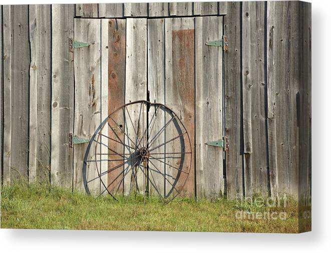Wagon Canvas Print featuring the photograph Wagon wheel - Londonderry New Hampshire by Erin Paul Donovan