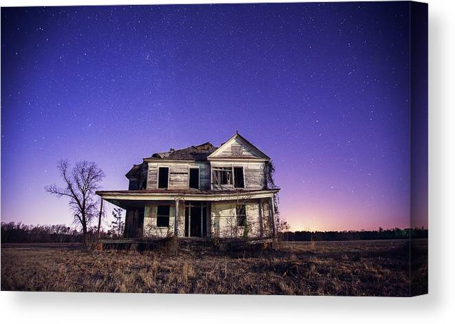North Carolina Canvas Print featuring the photograph Abandoned Rural Farmhouse by Malcolm Macgregor
