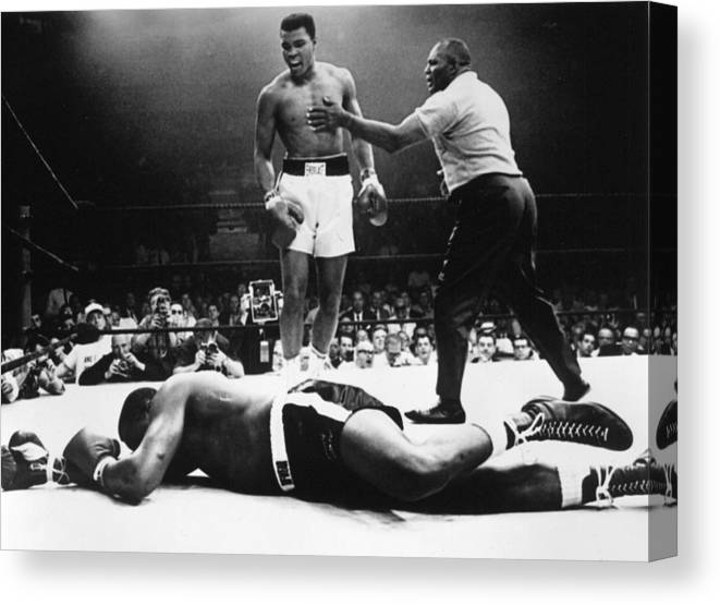 Heavyweight Canvas Print featuring the photograph Clay V Liston by Hulton Archive