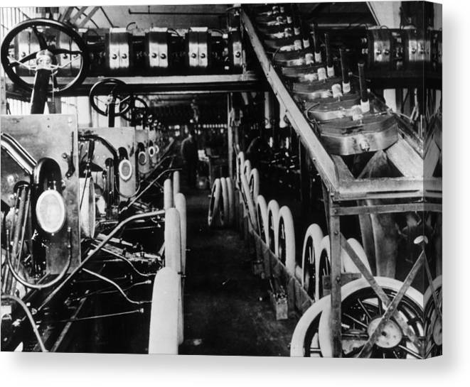 1910-1919 Canvas Print featuring the photograph Moving Assembly Line by Hulton Archive