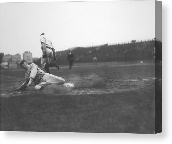 1910-1919 Canvas Print featuring the photograph Ty Cobb by Fpg