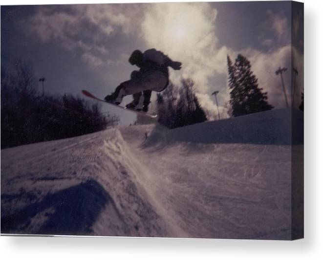 Snowboarding Canvas Print featuring the photograph Pipe run by Rick Lowe