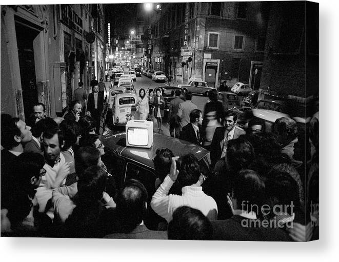 Crowd Of People Canvas Print featuring the photograph Crowd Watching Election Results On Tv by Bettmann