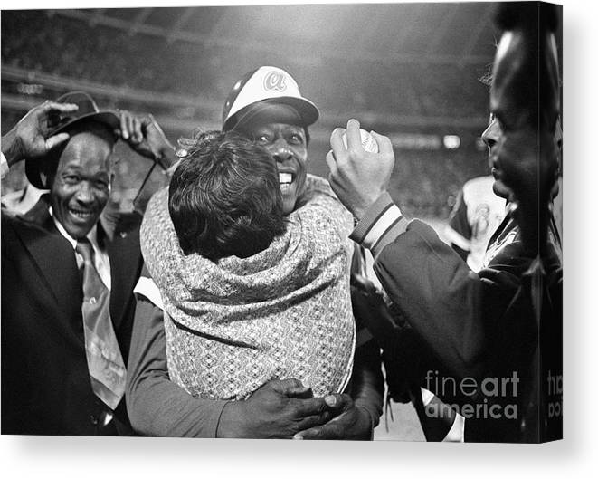 Atlanta Canvas Print featuring the photograph Hank Aaron Hugging His Mother by Bettmann