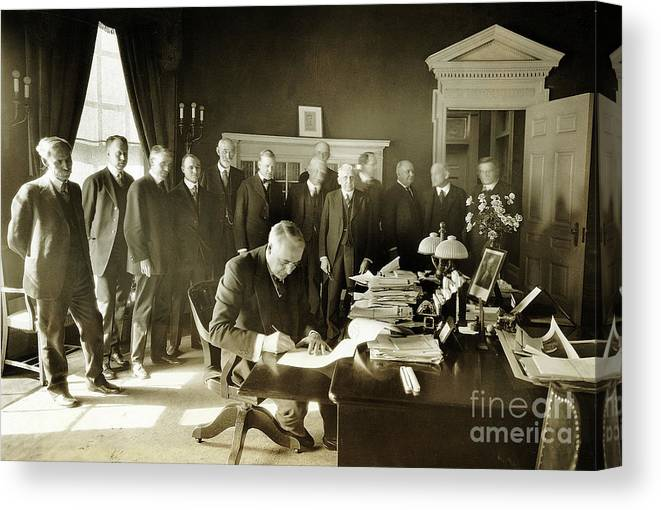 President Harding Signing Canvas Print Canvas Art By Bettmann Just a quick tutorial walking through how to grade quizzes, assignments and discussions in canvas. photos com by getty images