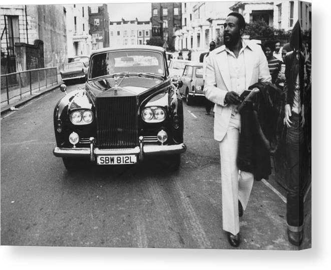 Rolls Royce Canvas Print featuring the photograph Strolling Soul Singer by John Minihan