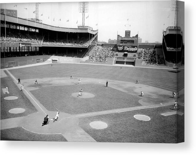American League Baseball Canvas Print featuring the photograph The Boston Braves And The New York Mets by New York Daily News Archive