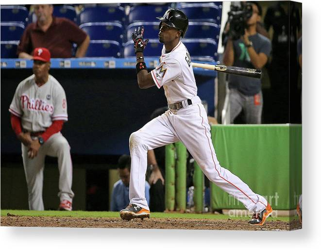 People Canvas Print featuring the photograph Dee Gordon by Mike Ehrmann