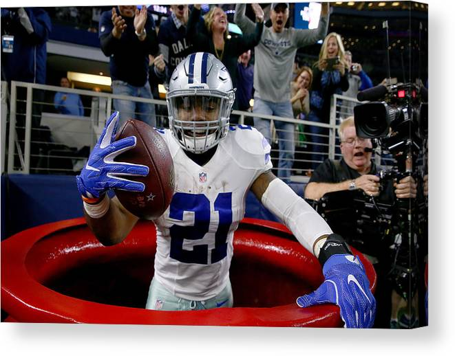 Three Quarter Length Canvas Print featuring the photograph Tampa Bay Buccaneers v Dallas Cowboys by Tom Pennington