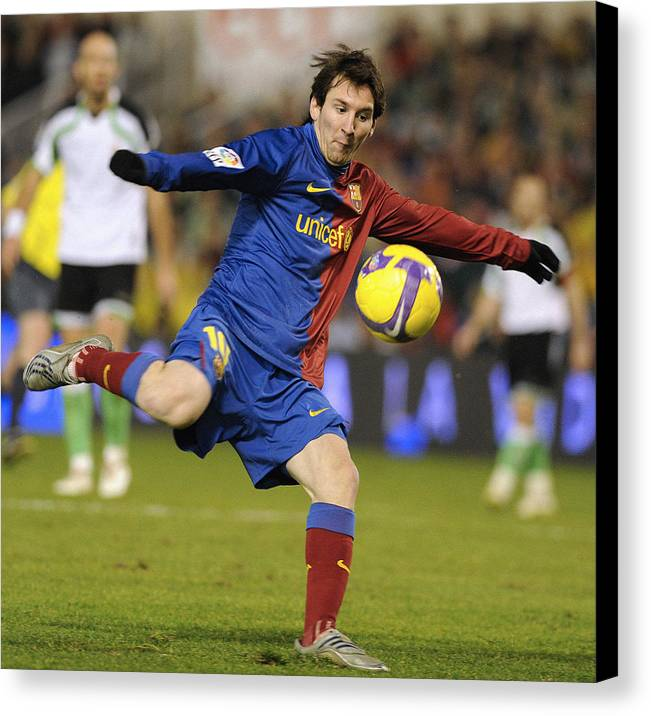 Horizontal Canvas Print featuring the photograph Lionel Messi by Rafa Rivas