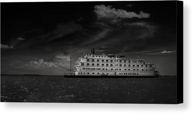 B&w Canvas Print featuring the photograph Queen Of The Mississippi by Mario Celzner