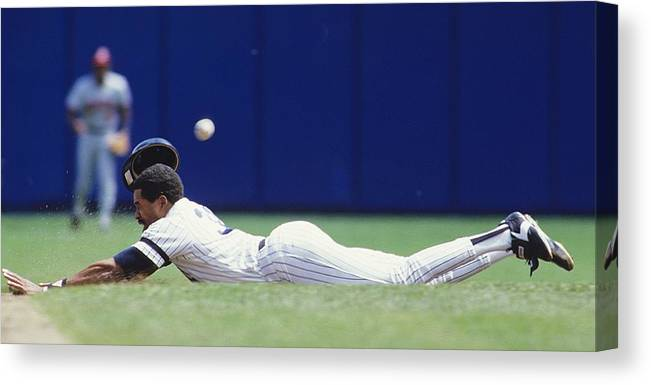1980-1989 Canvas Print featuring the photograph Dave Winfield by Ronald C. Modra/sports Imagery