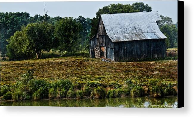 Drying Tobacco Canvas Print featuring the photograph Drying Tobacco Barn by Sheri Bartoszek