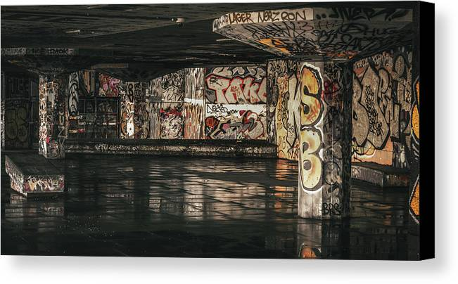 City Canvas Print featuring the photograph Graffiti - 2016/o/11 by Franklin Ambo