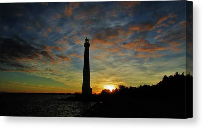 Lighthouse Landscapes Canvas Print featuring the photograph Old Barney At Dawn by Thomas McGuire
