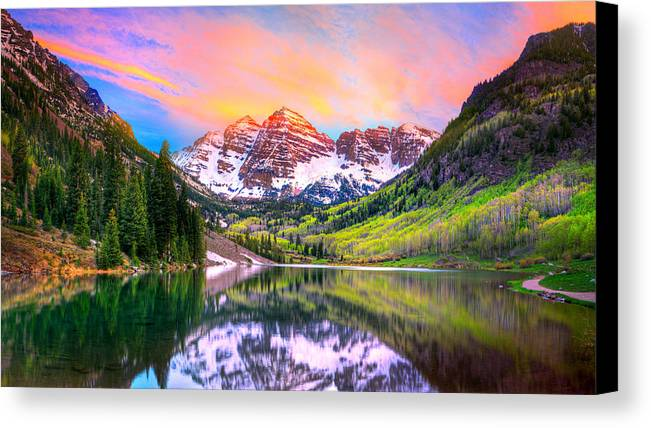 Maroon Bells Canvas Print featuring the photograph Sunset At Maroon Bells And Maroon Lake Aspen Co by James O Thompson
