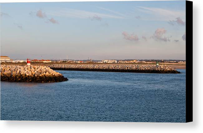 Farol Canvas Print featuring the photograph Barra by Luis Pedrosa