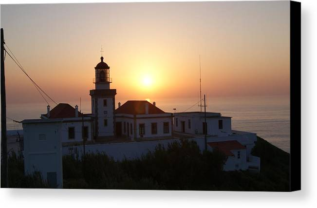 Por-do-sol Canvas Print featuring the photograph Farol Cabo Mondego by Luis Pedrosa