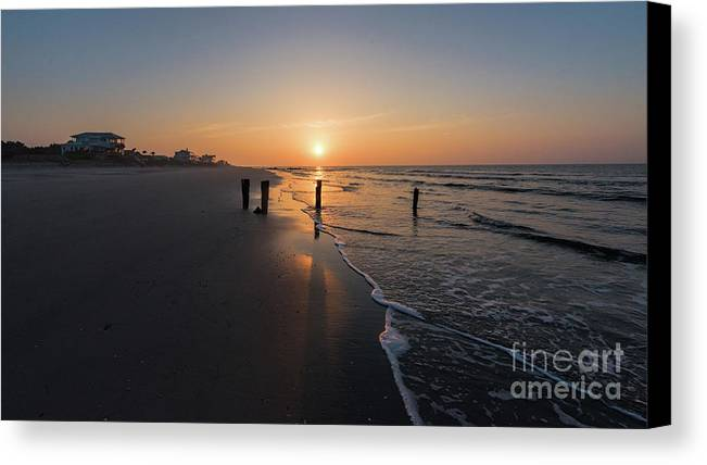 Sunrise Canvas Print featuring the photograph Folly Gold by Robert Loe
