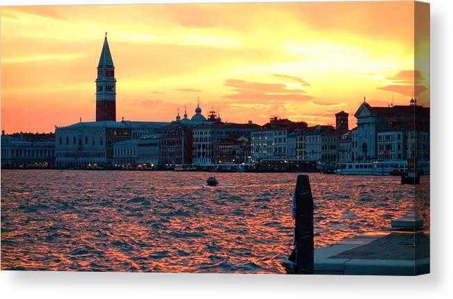 Venezia Canvas Print featuring the photograph Venice Colors by Valentino Visentini