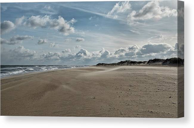 Obx Canvas Print featuring the photograph Ramp40 by Fon Denton