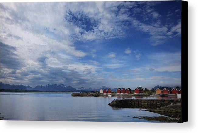 Molde Canvas Print featuring the photograph Molde by Chad Bromley