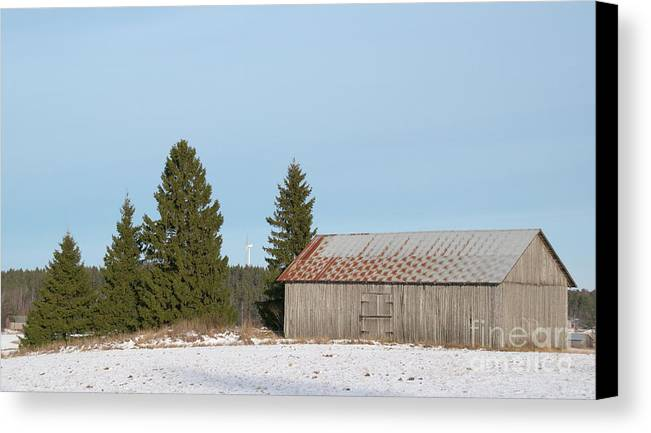 Barn Canvas Print featuring the photograph Barn by Esko Lindell