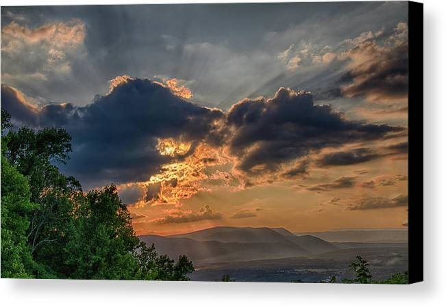 North America Canvas Print featuring the photograph Sunset In The Shenandoah Valley by Alvin Finchum