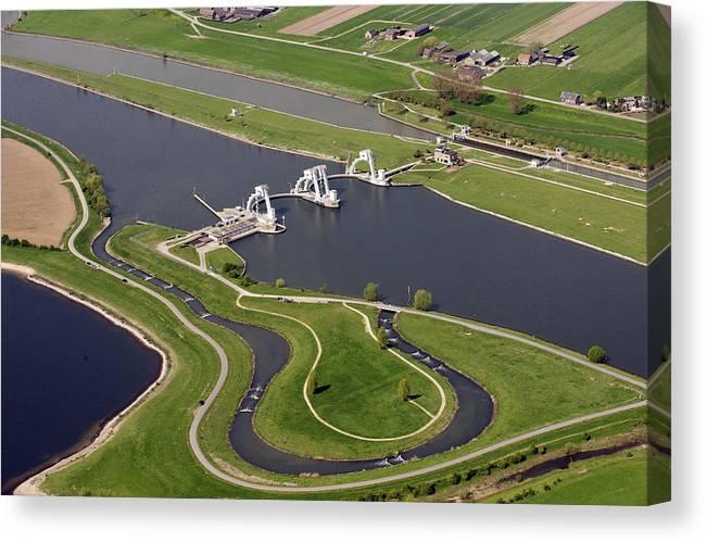 Amerongen Canvas Print featuring the photograph The Lock And Weir Complex Amerongen by Bram van de Biezen