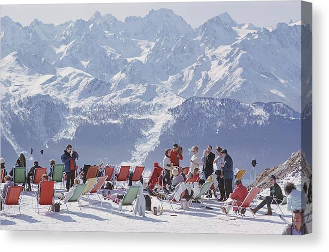 People Canvas Print featuring the photograph Lounging In Verbier by Slim Aarons
