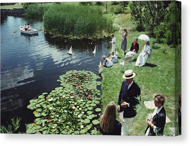 Straw Hat Canvas Print featuring the photograph Summer Picnic by Slim Aarons