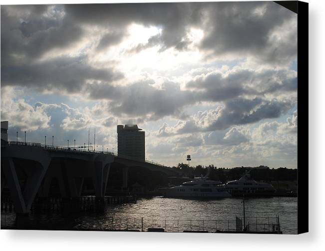 Canvas Print featuring the photograph Al Amanecer by Karla Kernz