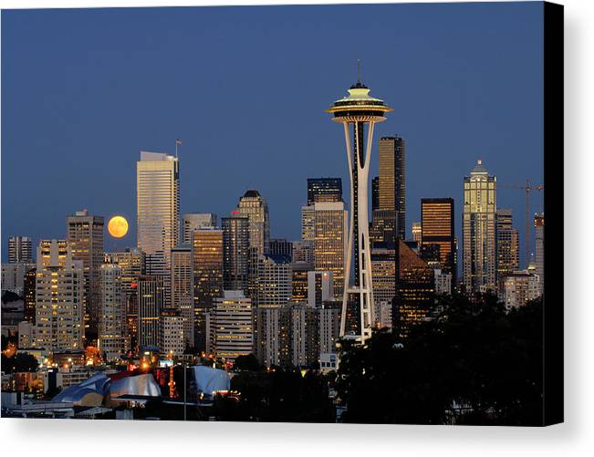 Seattle Canvas Print featuring the photograph Full Moon Rising A059 by Yoshiki Nakamura