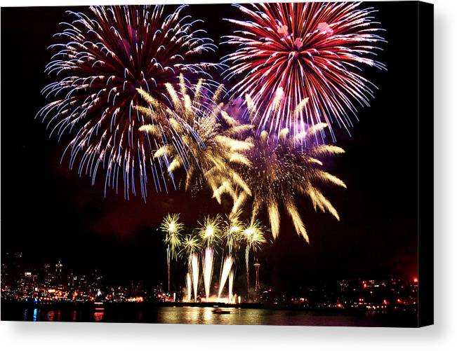 Fireworks Canvas Print featuring the photograph Lake Union Firewoks B011 by Yoshiki Nakamura